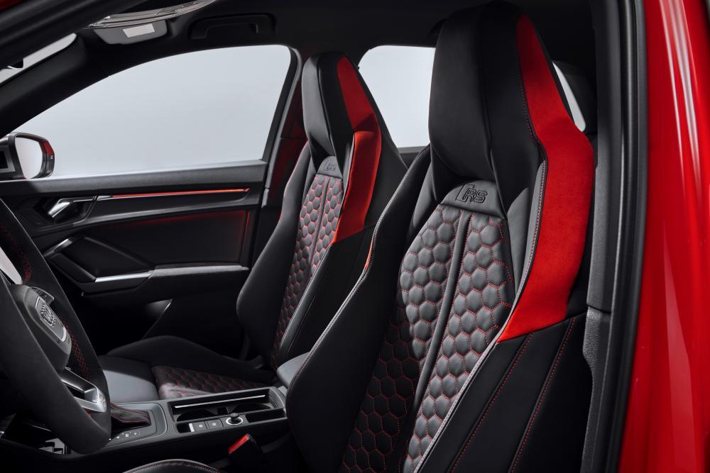 Audi RS Q3 2 поколение F3 интерьер