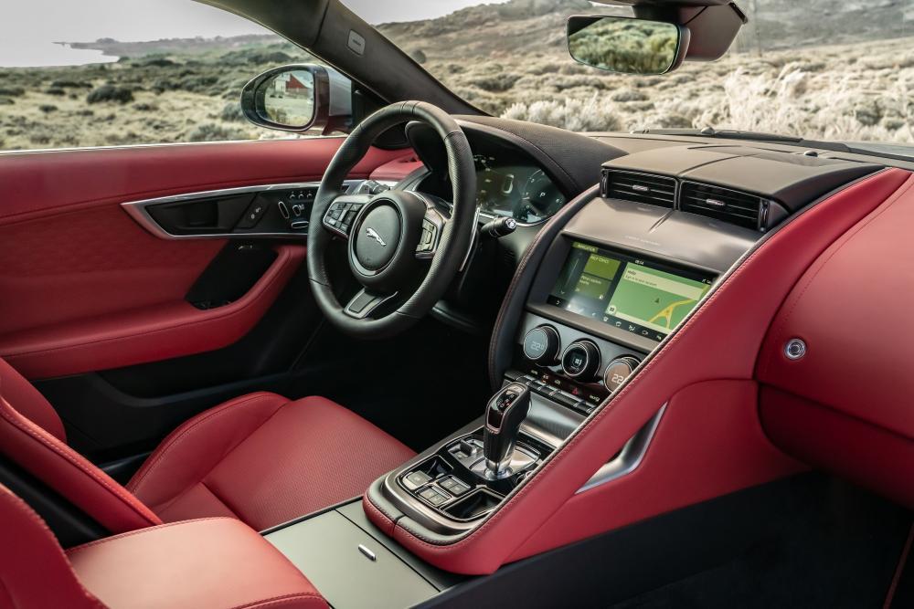 Jaguar F-Type 1 поколение 2-й рестайлинг интерьер