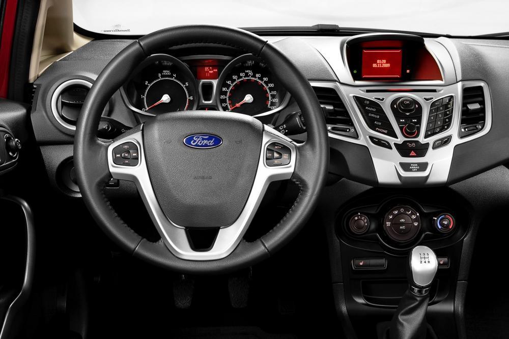 Ford Fiesta 6 поколение Хетчбэк 5-дв. интерьер