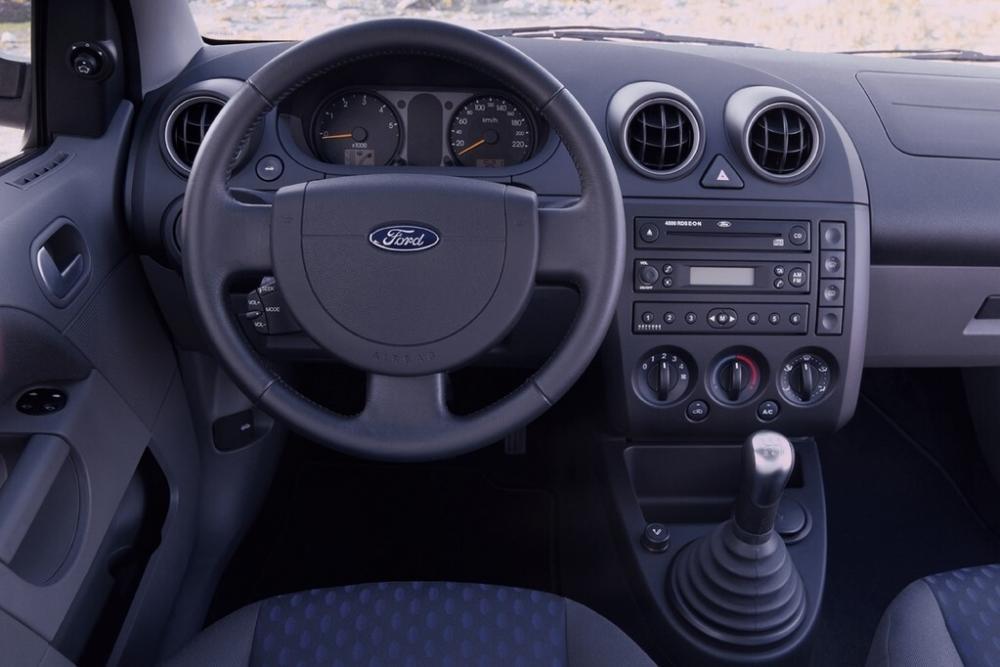 Ford Fiesta 5 поколение Хетчбэк 5-дв. интерьер