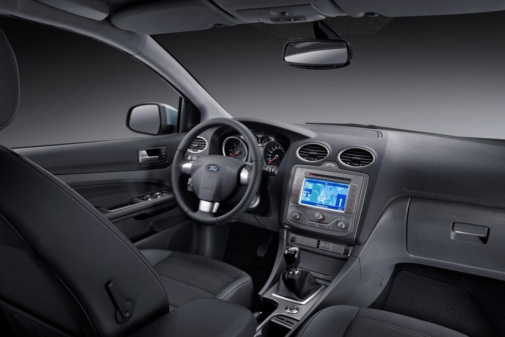 Ford Focus 2 поколение рестайлинг седан интерьер