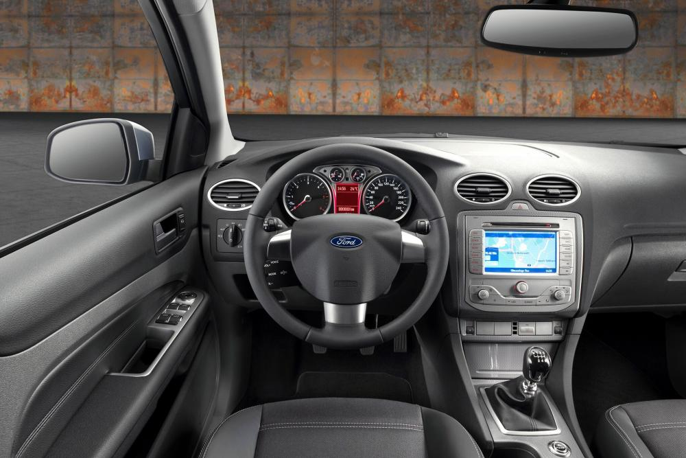 Ford Focus 2 поколение рестайлинг хетчбэк 5-дв. интерьер