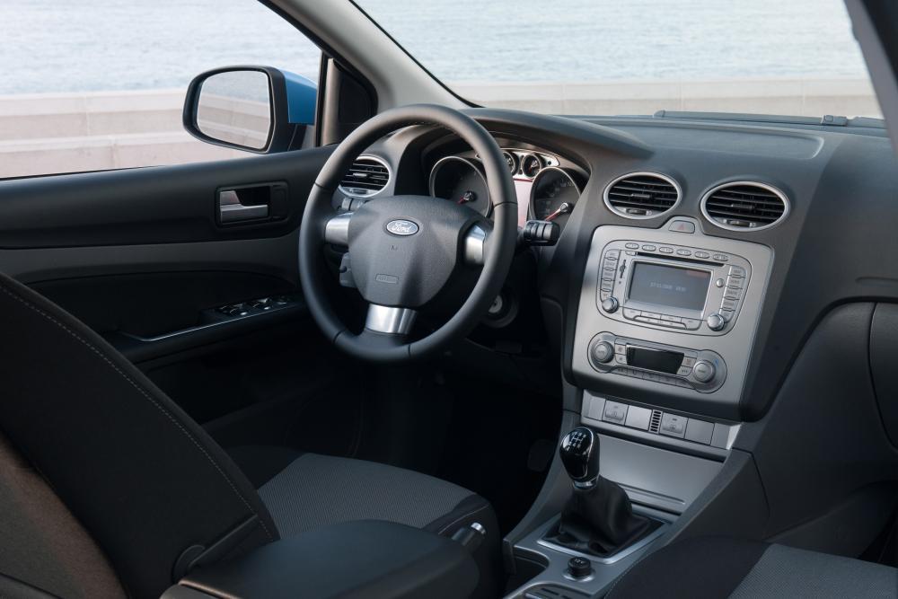 Ford Focus 2 поколение рестайлинг хетчбэк 3-дв. интерьер