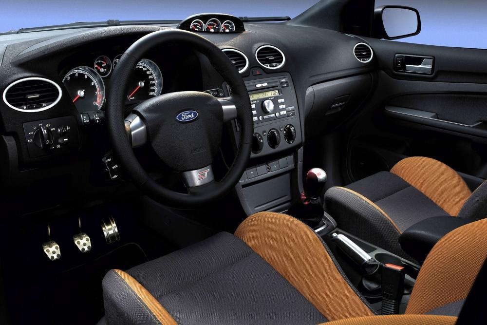 Ford Focus 2 поколение ST хетчбэк 3-дв. интерьер
