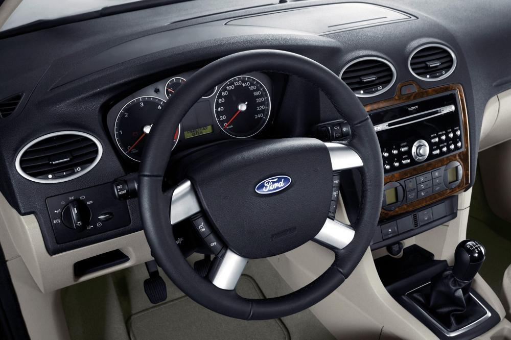 Ford Focus 2 поколение седан 4-дв. интерьер