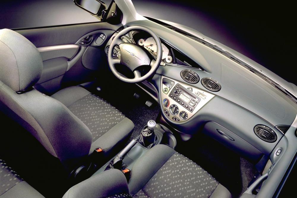 Ford Focus 1 поколение хетчбэк 3-дв. интерьер