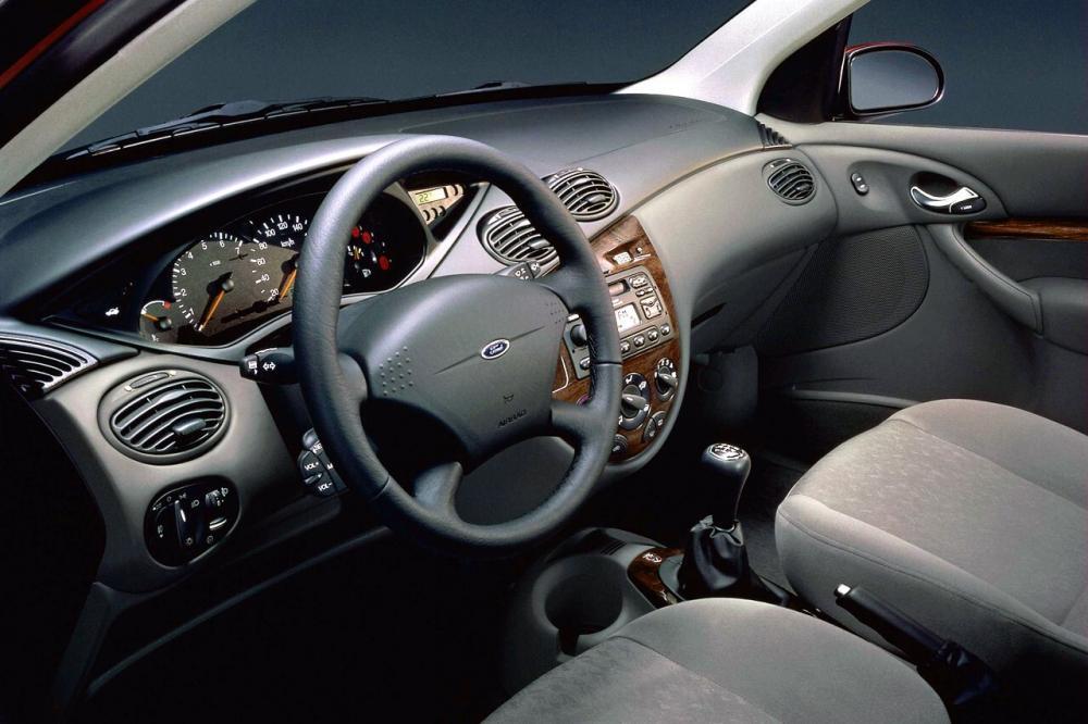 Ford Focus 1 поколение хетчбэк 3-дв.интерьер