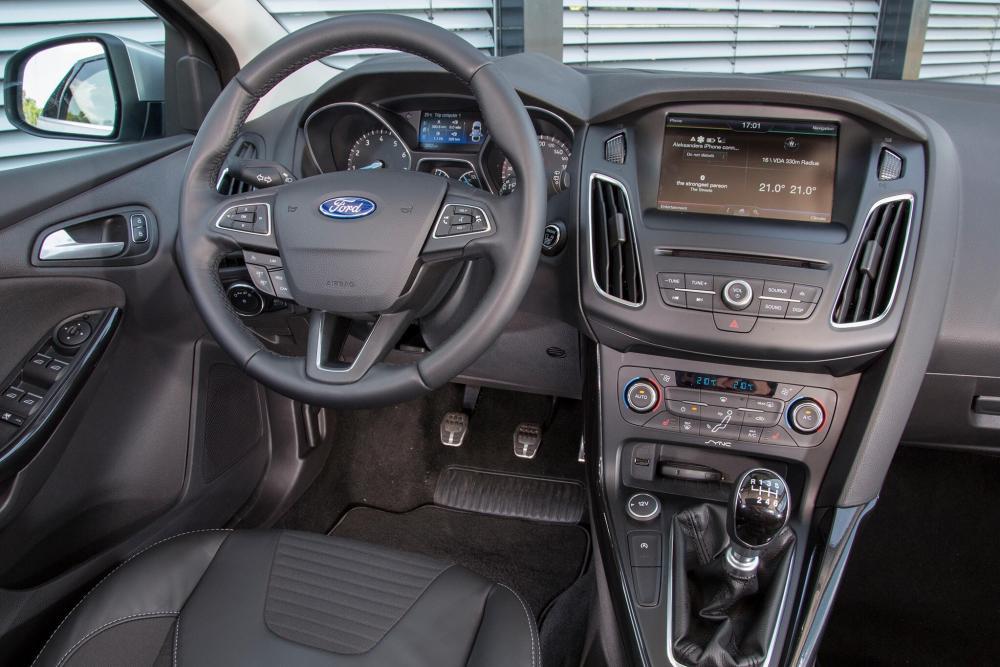 Ford Focus 3 поколение рестайлинг хетчбэк 5-дв. интерьер