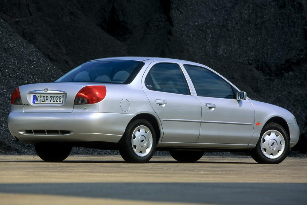 Ford Mondeo 2 поколение cедан