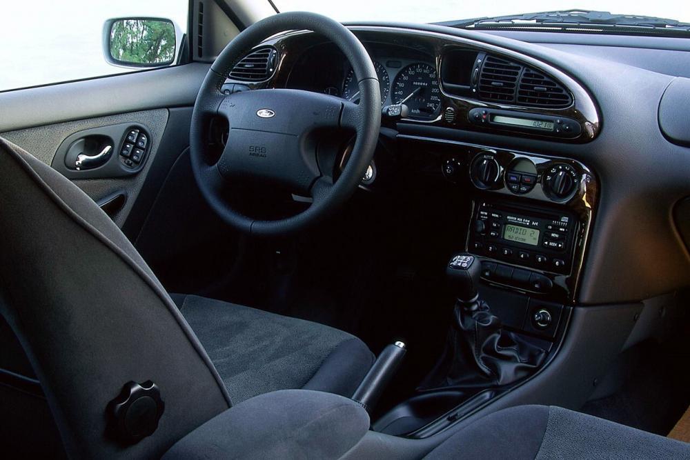 Ford Mondeo 2 поколение cедан интерьер