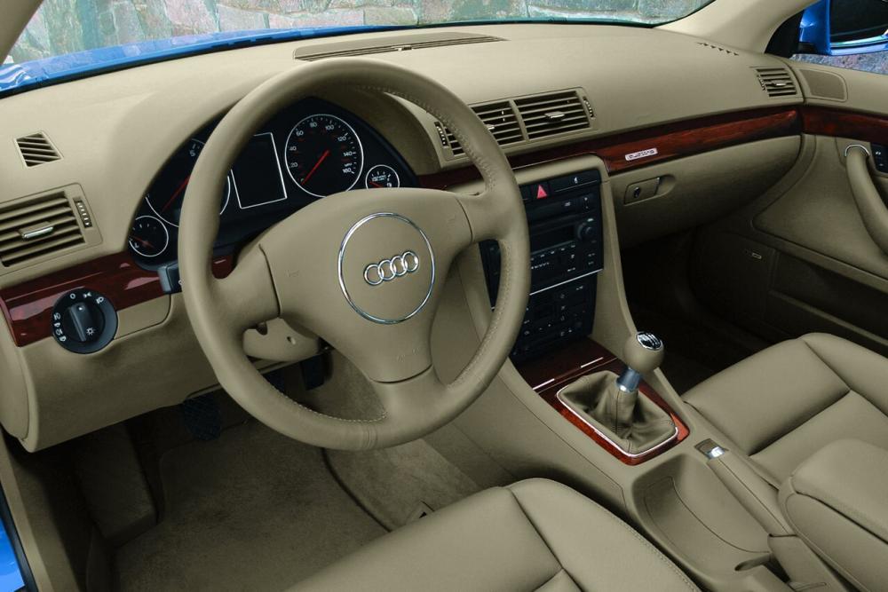 Audi A4 2 поколение B6 (2000-2005) Седан интерьер