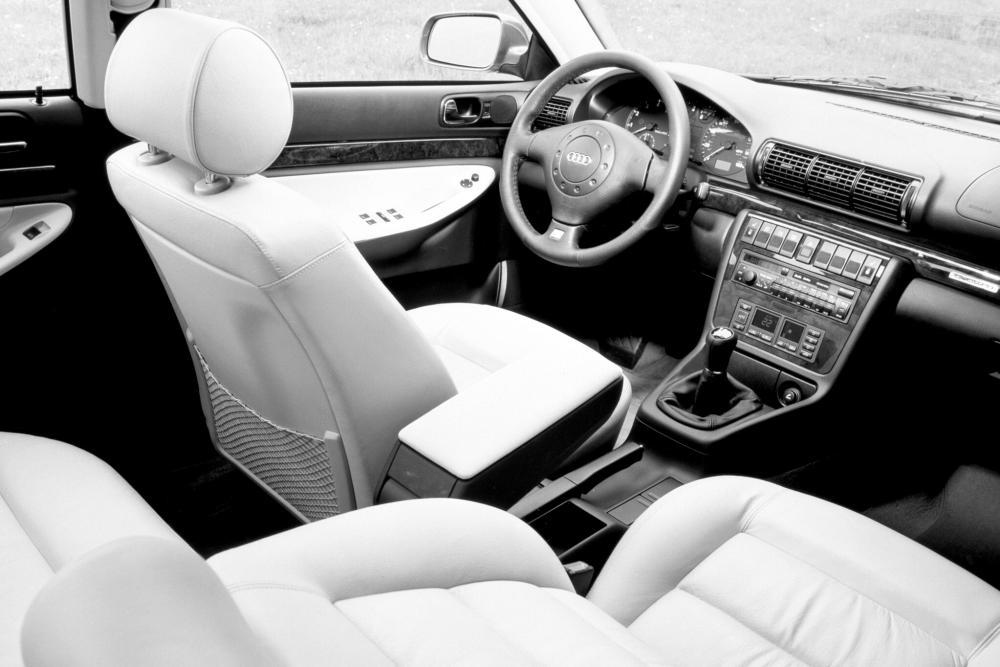 Audi A4 1 поколение B5 (1994-1999) Седан интерьер