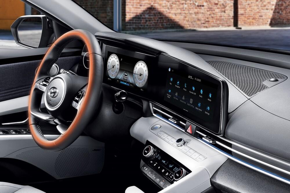 Hyundai Elantra 7 поколение CN7 (2020) Седан интерьер