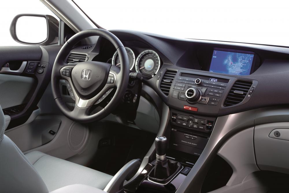 Honda Accord 8 поколение Седан 4-дв. интерьер
