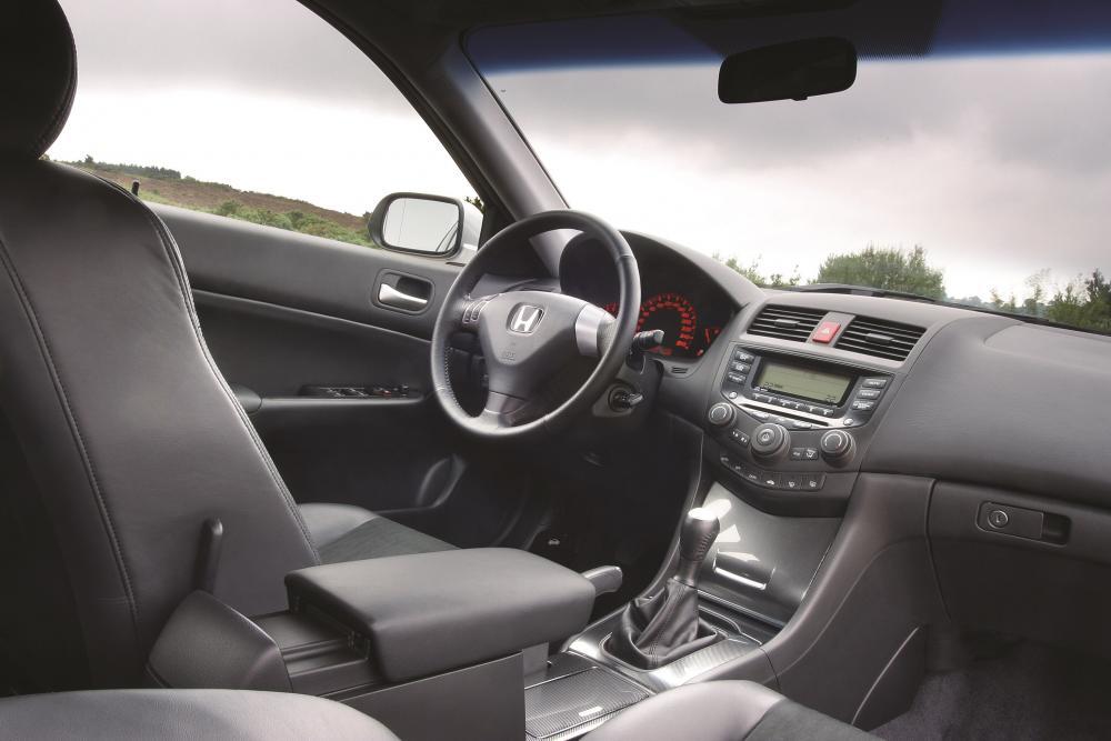Honda Accord 7 поколение Седан 4-дв. интерьер