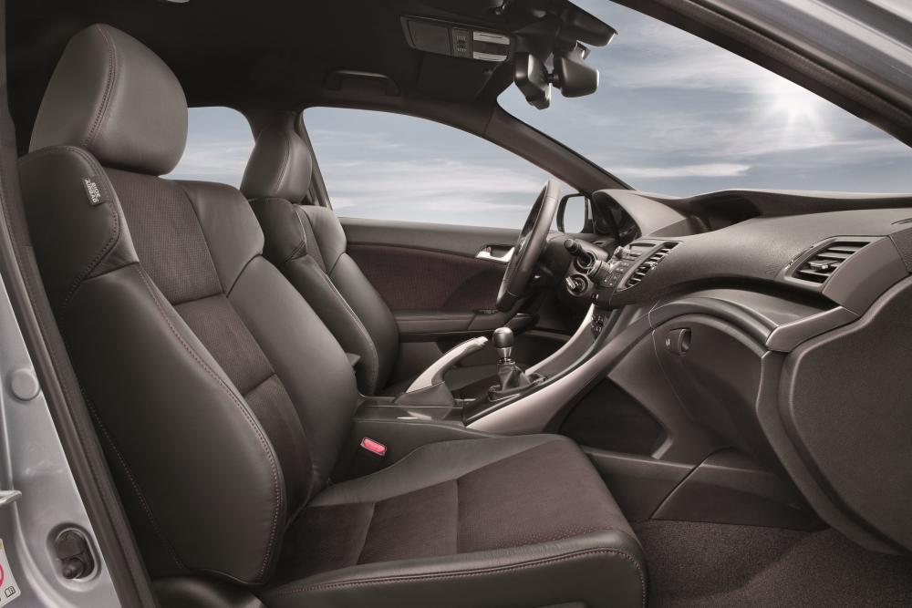 Honda Accord 8 поколение рестайлинг Седан 4-дв. интерьер