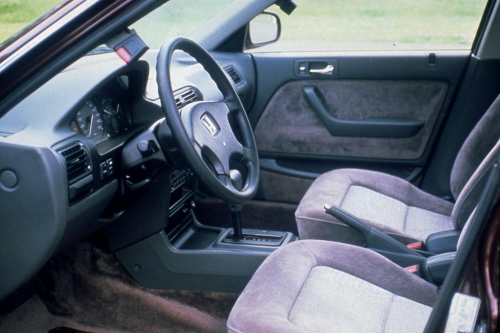 Honda Accord 4 поколение (1989-1994) Универсал интерьер