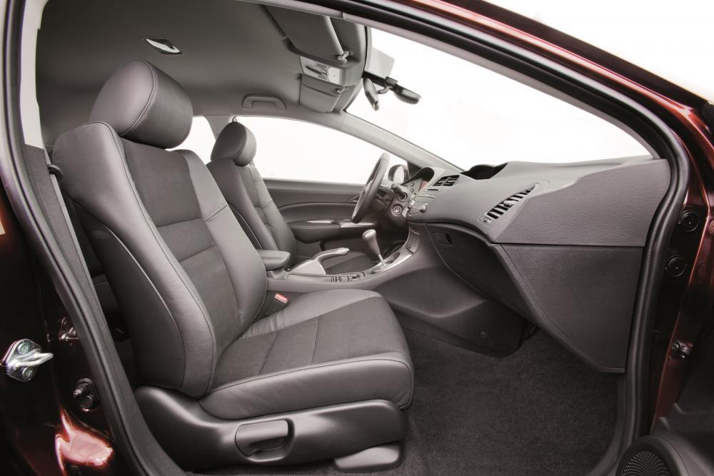 Honda Civic 8 поколение 2-й рестайлинг Хетчбэк 5-дв. интерьер