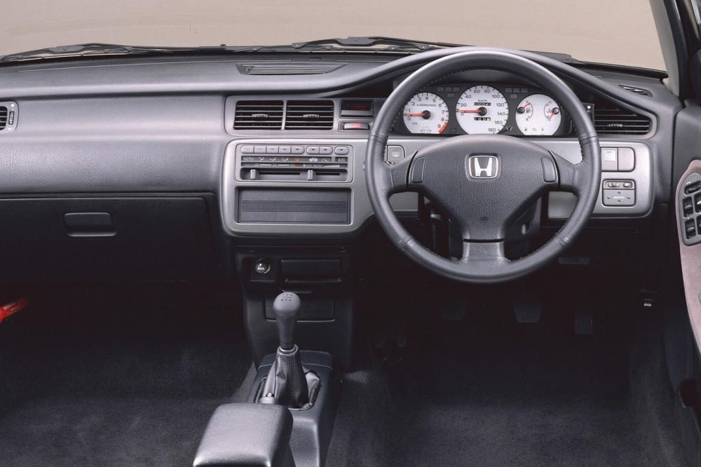 Honda Civic 5 поколение (1991-1997) Седан интерьер