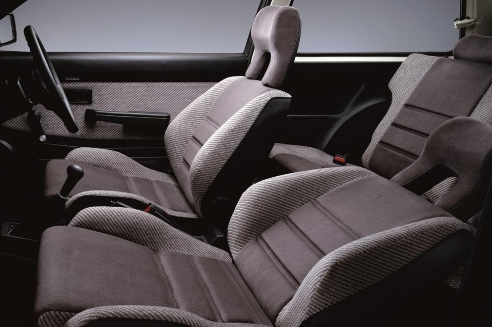 Honda Civic 3 поколение Хетчбэк интерьер