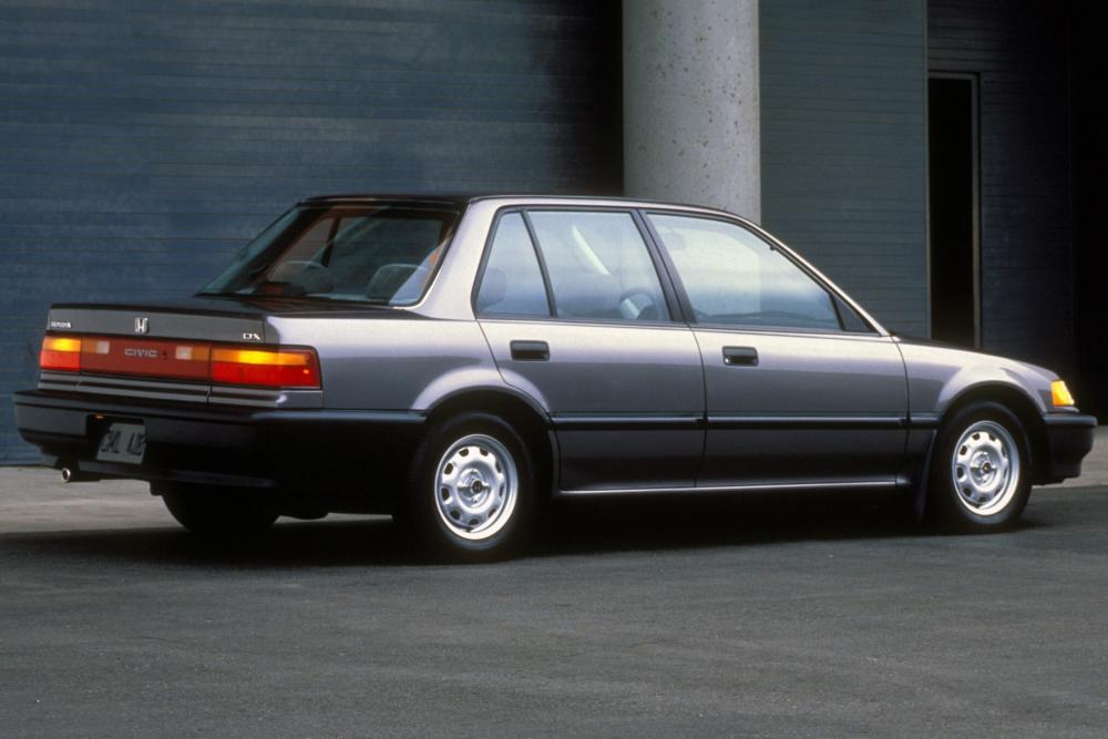 Honda Civic 4 поколение Седан