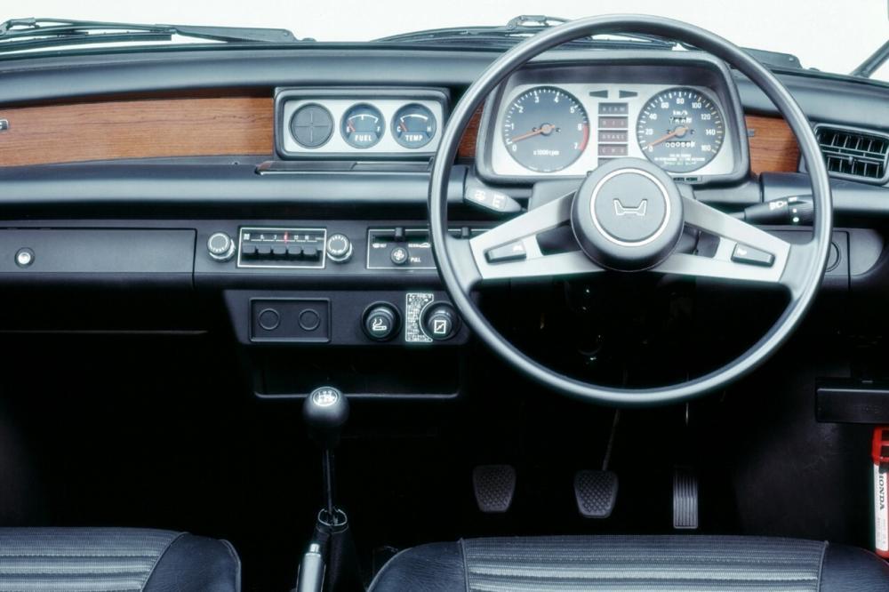 Honda Civic 1 поколение Хетчбэк 3-дв. интерьер