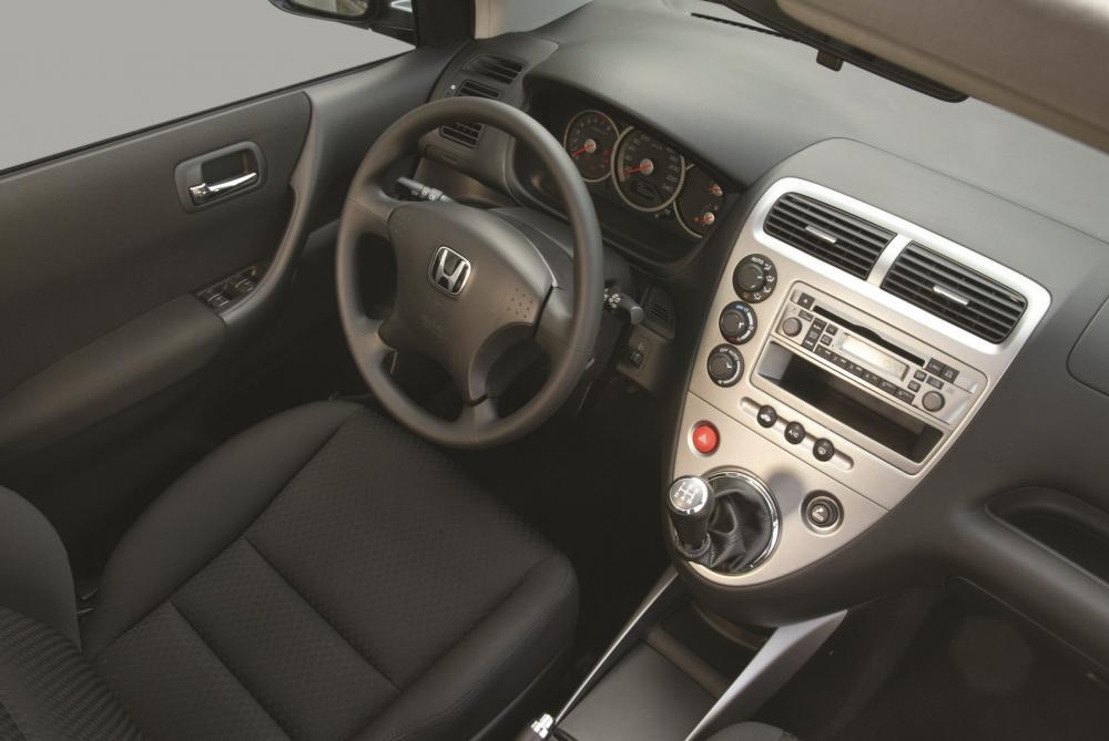 Honda Civic 7 поколение рестайлинг Хетчбэк 3-дв. интерьер