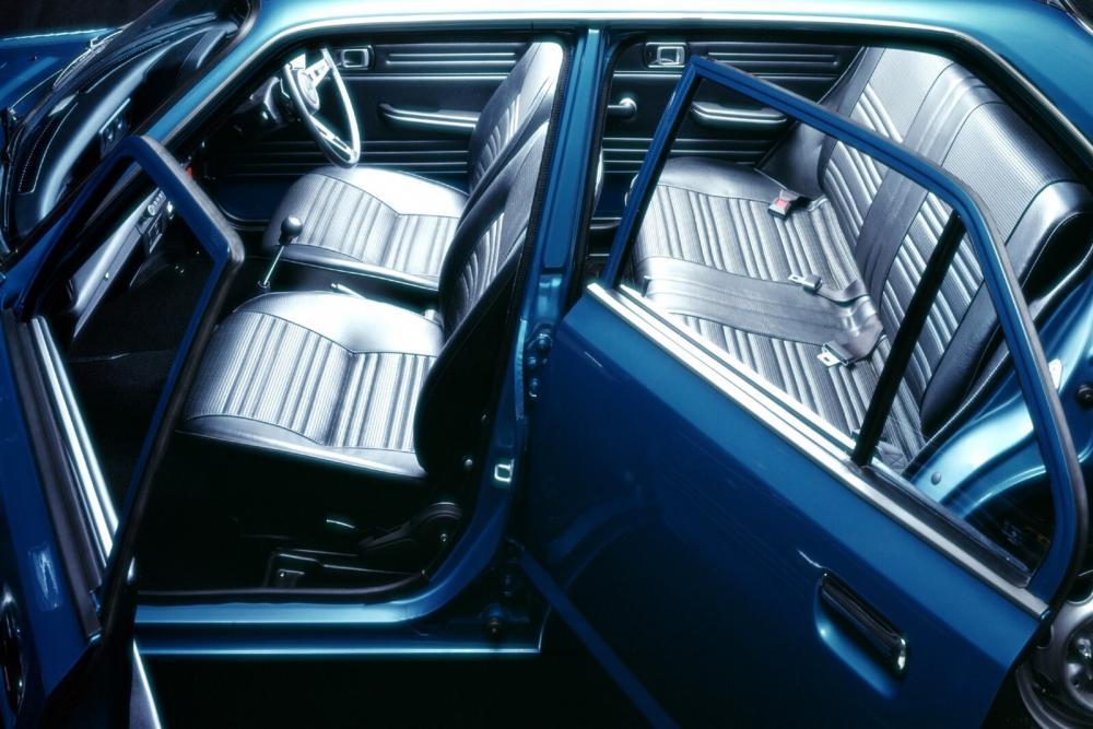 Honda Civic 1 поколение Хетчбэк 5-дв. интерьер