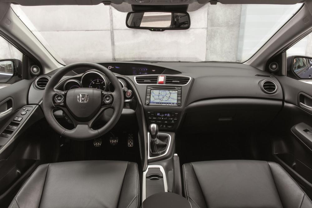 Honda Civic 9 поколение рестайлинг Tourer универсал интерьер