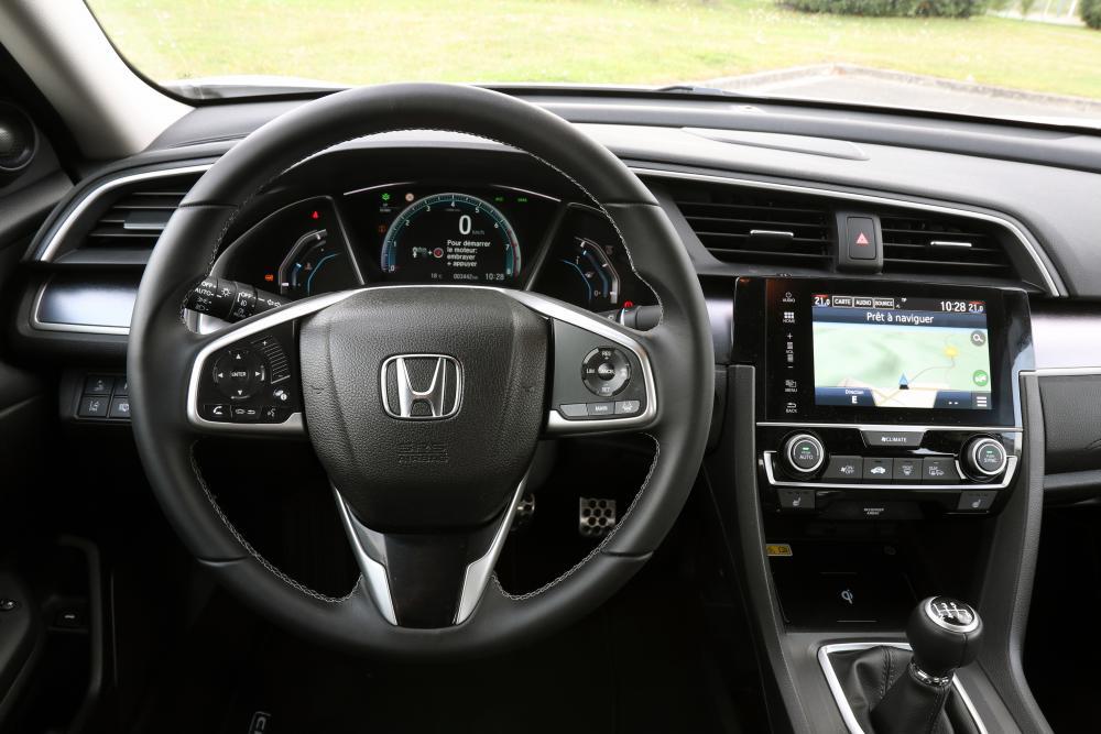 Honda Civic 10 поколение Седан интерьер