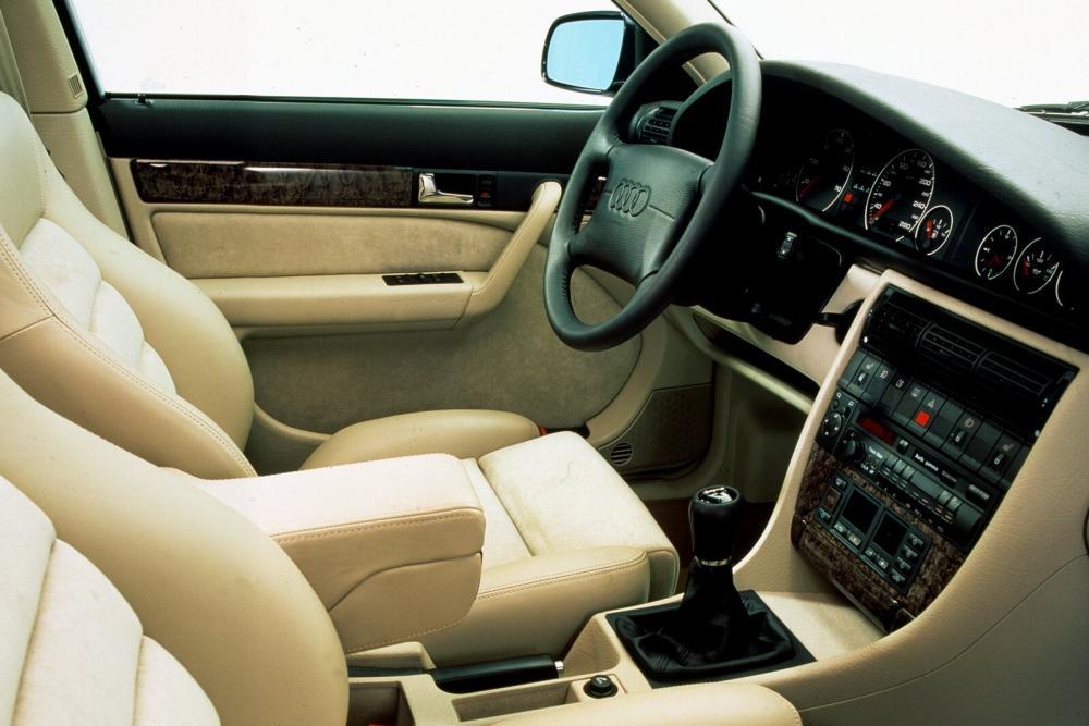 Audi A6 A4/C4 (1994-1997) Универсал интерьер