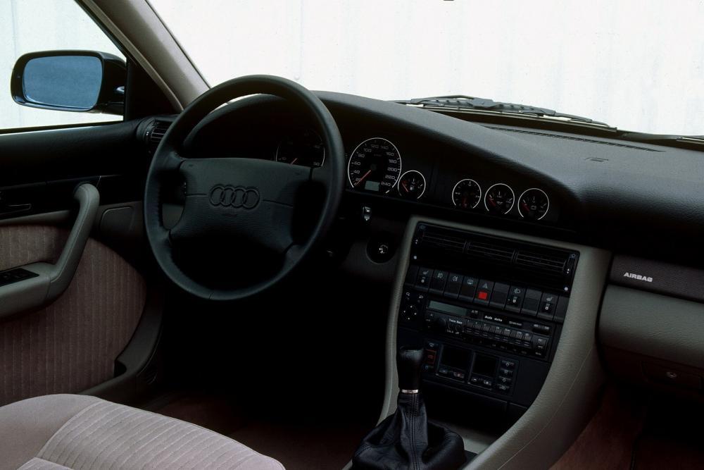 Audi A6 1 поколение A4/C4 (1994-1997) Универсал интерьер