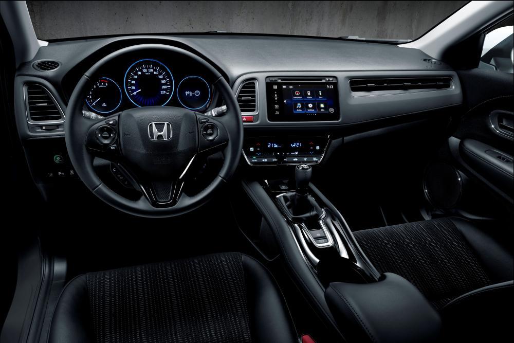 Honda HR-V 2 поколение (2015-2018) Кроссовер интерьер