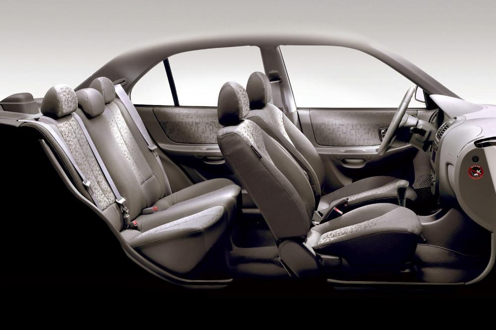 Hyundai Accent 2 поколение LC [рестайлинг] (2002-2006) Седан интерьер