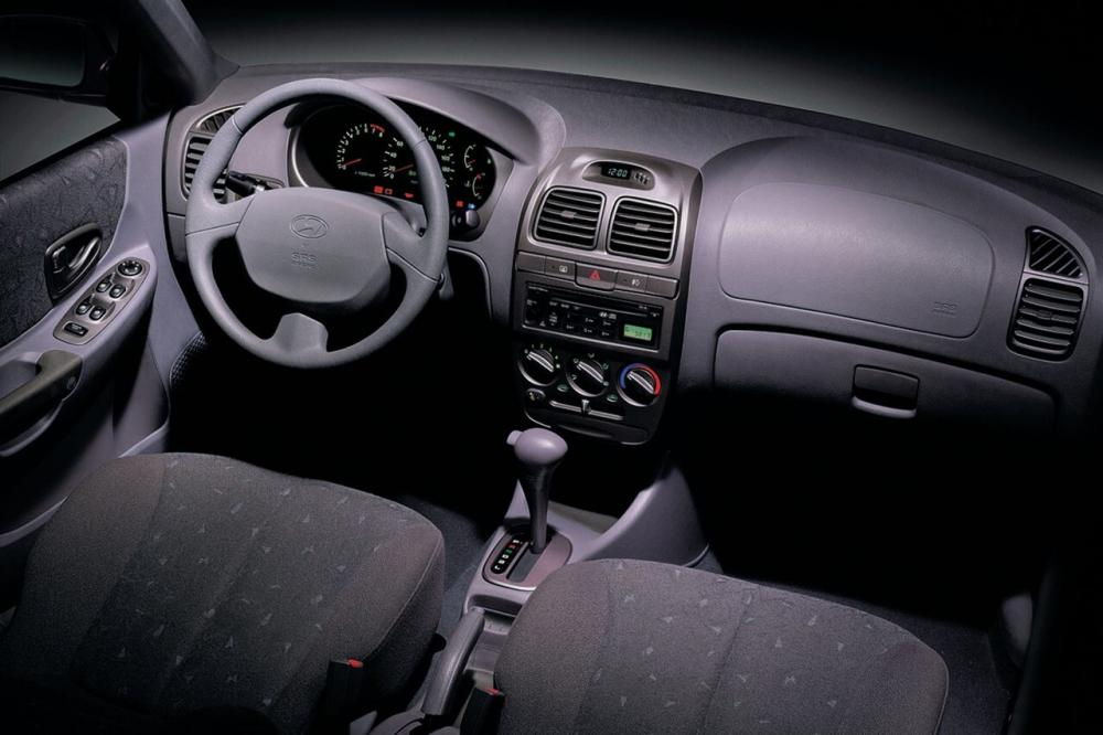 Hyundai Accent 2 поколение LC (1999-2013) Седан интерьер