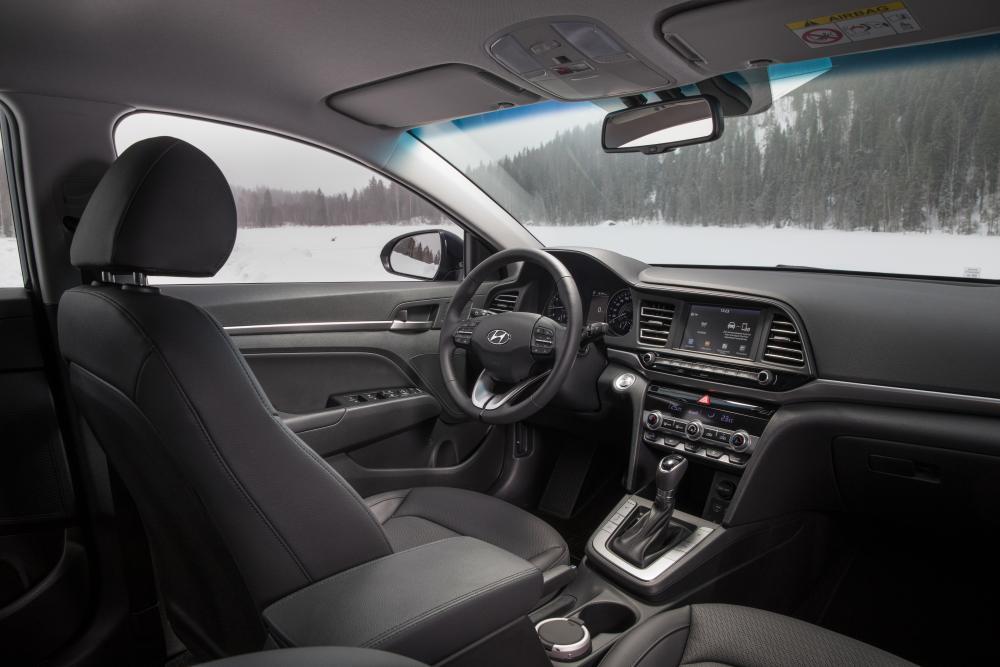 Hyundai Elantra AD рестайлинг Седан интерьер