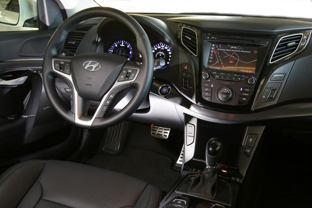 Hyundai i40 1 поколение VF рестайлинг Универсал интерьер