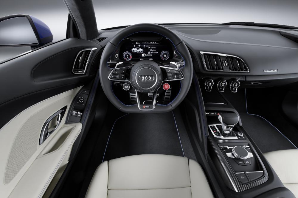 Audi R8 2 поколение (2015-2018) Купе интерьер