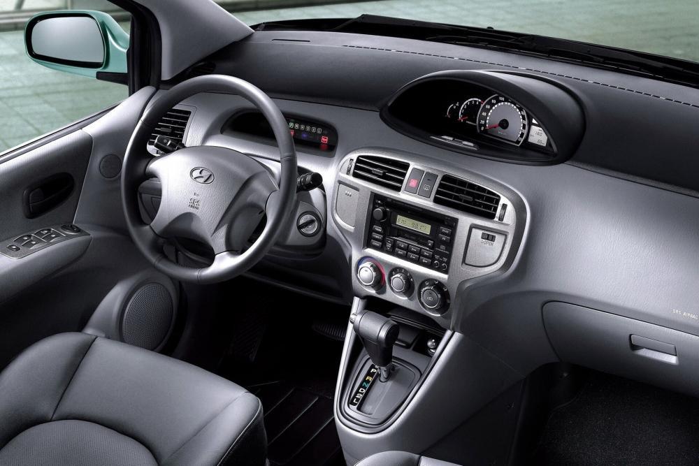 Hyundai Matrix 1 поколение (2001-2005) Минивэн интерьер