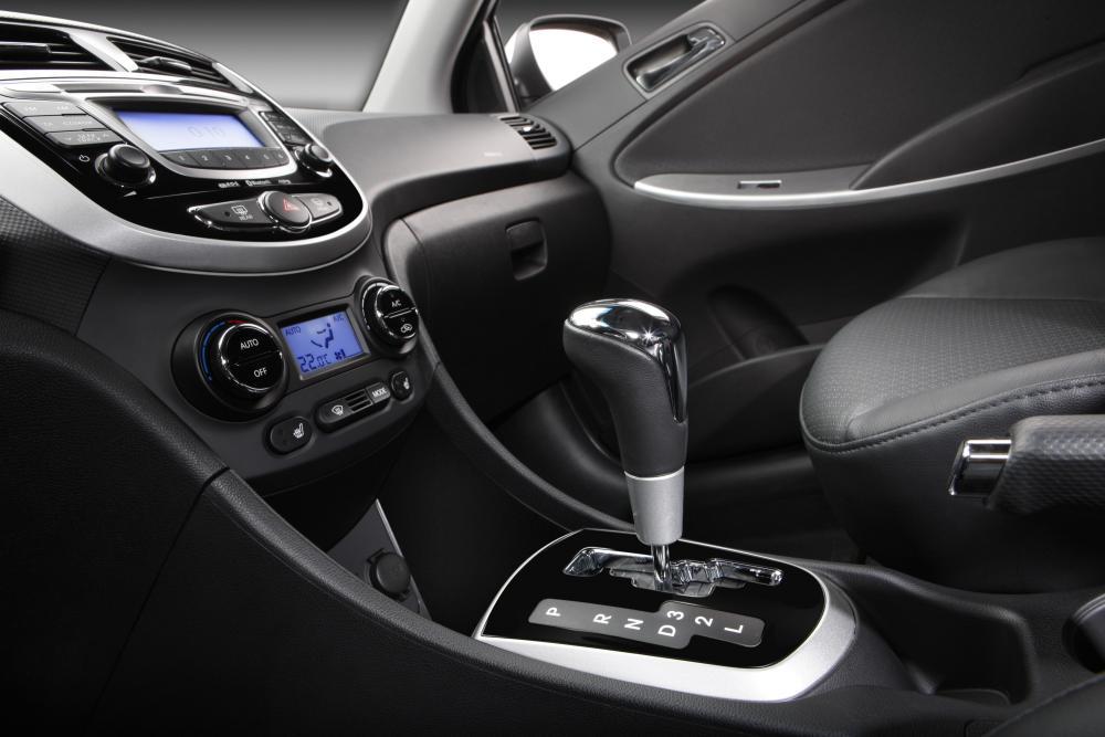 Hyundai Solaris 1 поколение (2010-2014) Седан интерьер