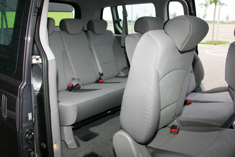 Hyundai H-1 Grand Starex Минивэн интерьер