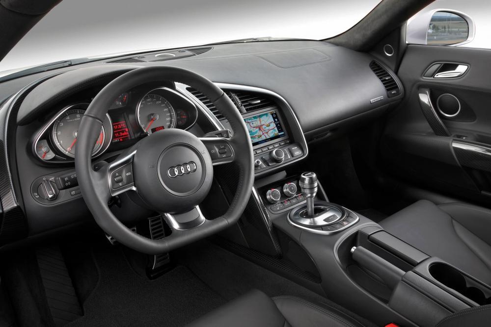 Audi R8 1 поколение (2007-2012) Купе 2-дв. интерьер