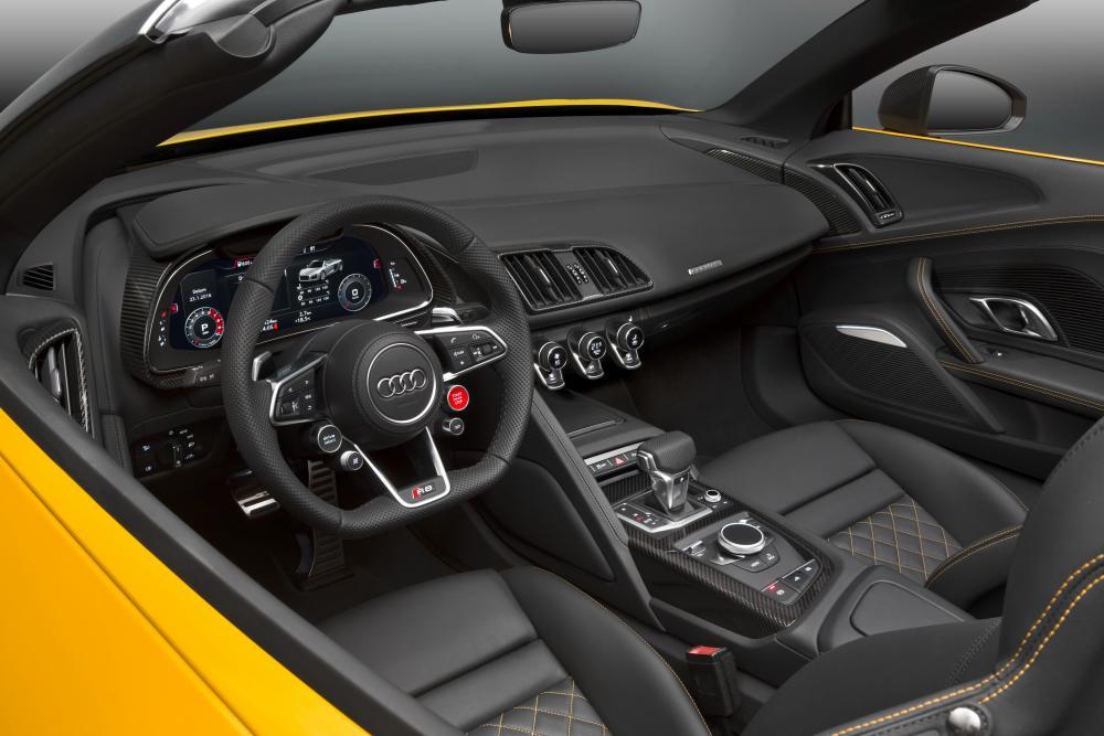 Audi R8 2 поколение (2015-2018) Spyder родстер интерьер