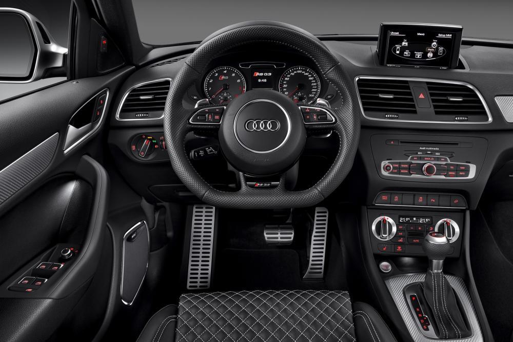 Audi RS Q3 1 поколение 8U интерьер