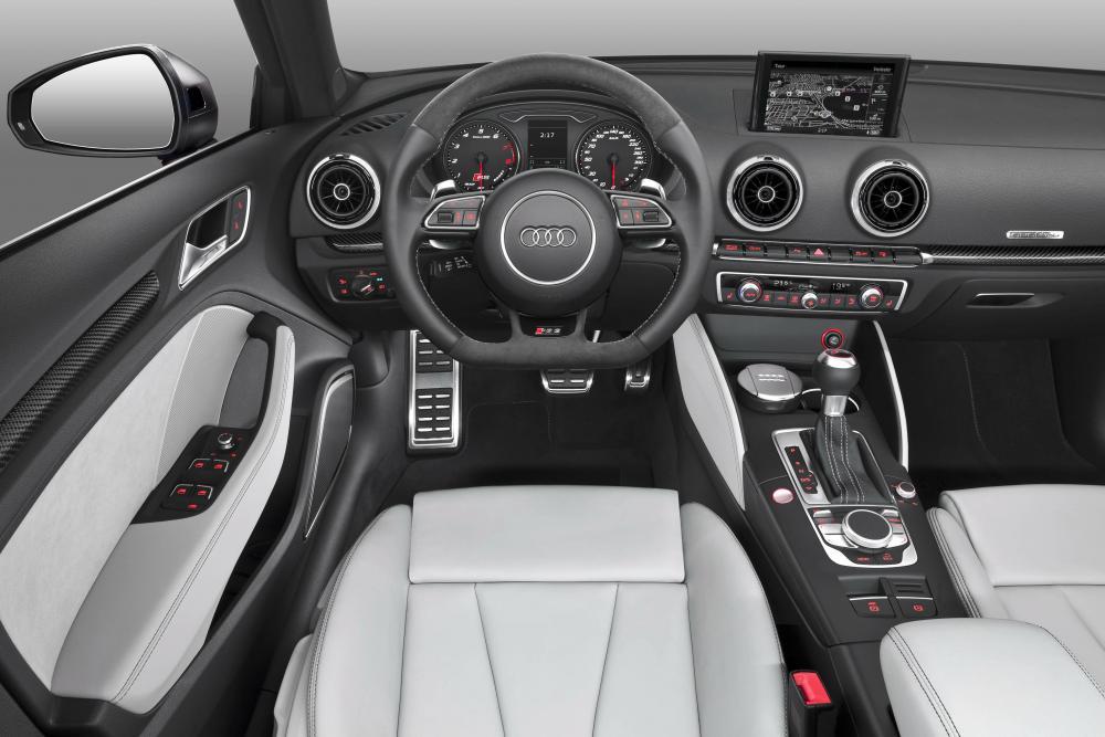 Audi RS 3 8VA (2015-2016) Sportback хетчбэк интерьер