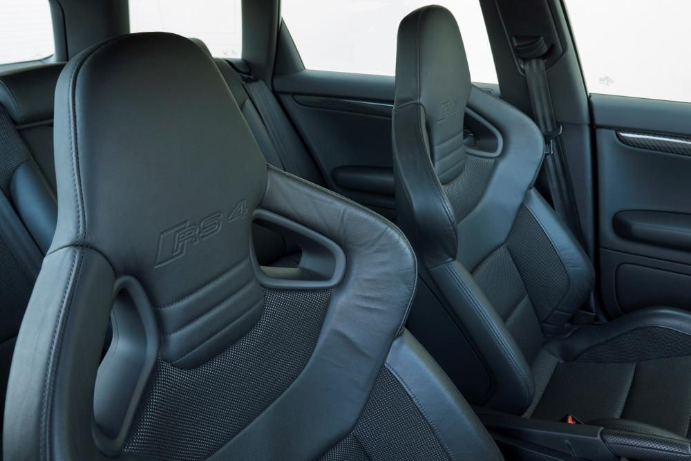 Audi RS 4 B7 Avant интерьер
