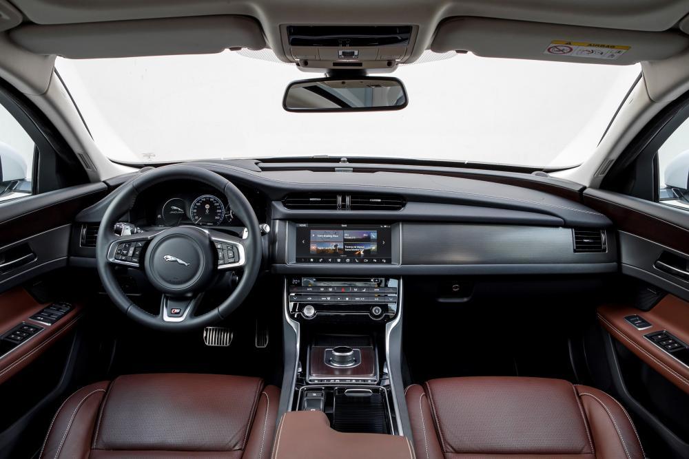 Jaguar XF 2 поколение X260 (2015-2021) Седан интерьер