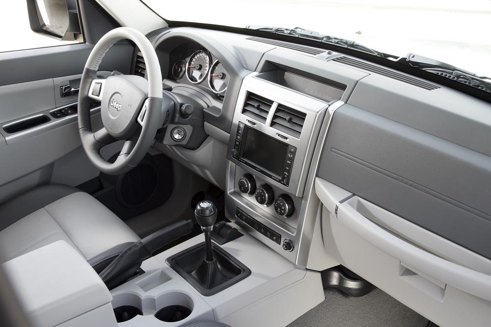 Jeep Cherokee 4 поколение KK интерьер