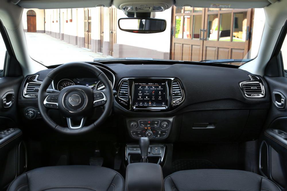 Jeep Compass 2 поколение (2017) Кроссовер интерьер