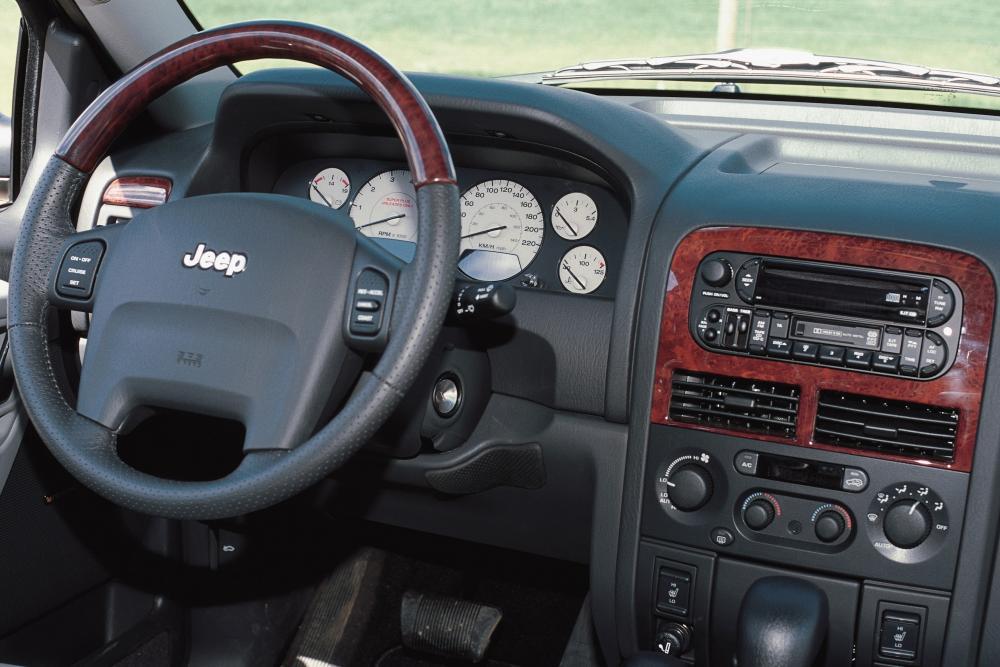Jeep Grand Cherokee 2 поколение WJ интерьер